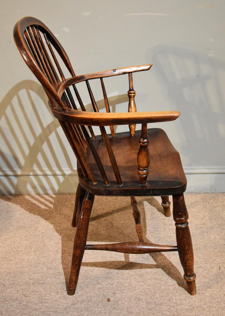 A Superb Set of Four Ash and Elm Windsor Chairs In Good Condition For Sale In Wiltshire, GB