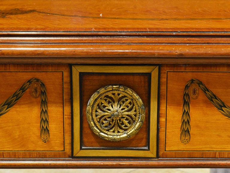 Superior English Adam Style Three-Tier Inlaid Tiger Maple Server or Sideboard For Sale 1