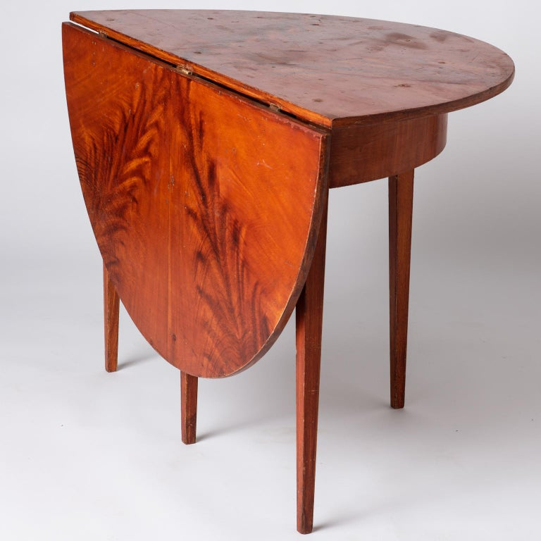 19th Century Swedish, Late Gustavian Period, Grain Painted Drop-Leaf Table, circa 1820 For Sale