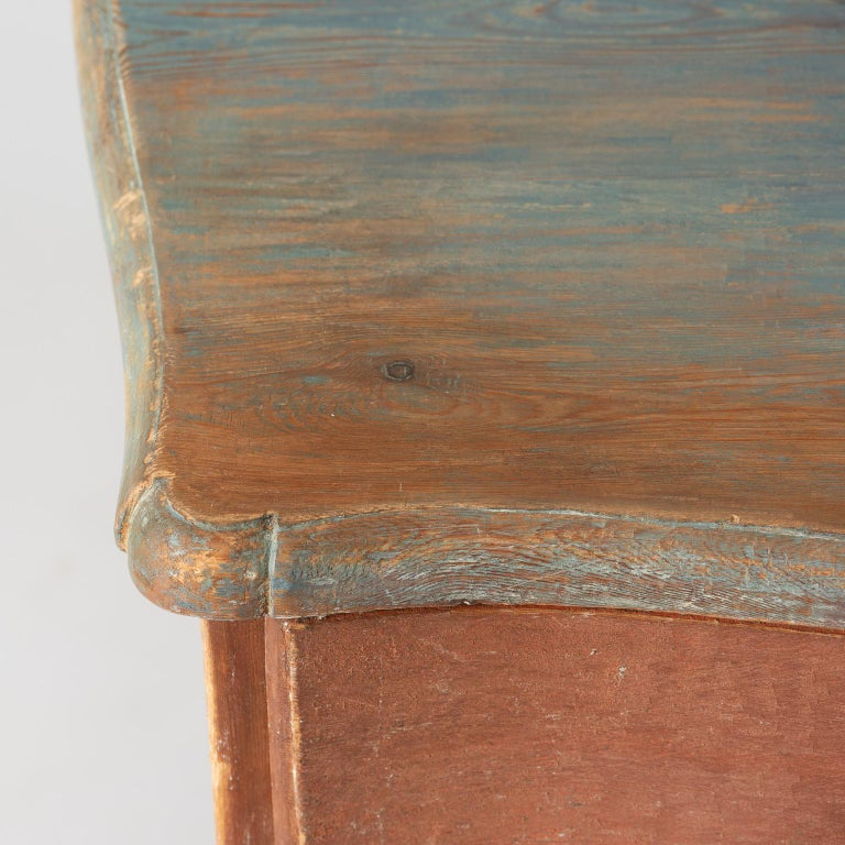 Swedish Rococo Period Three-Drawer Chest in Original Coral Paint, circa 1770 In Good Condition For Sale In New Preston, CT
