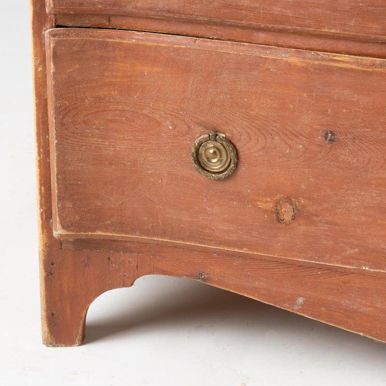 Swedish Rococo Period Three-Drawer Chest in Original Coral Paint, circa 1770 For Sale 1