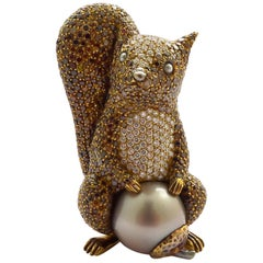 Tahiti Pearl and Diamond Brooch in 18 Karat Yellow Gold