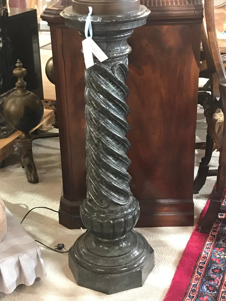 Very Fine and Elegant Green Marble Column Motif Pedestal In Good Condition For Sale In Atlanta, GA