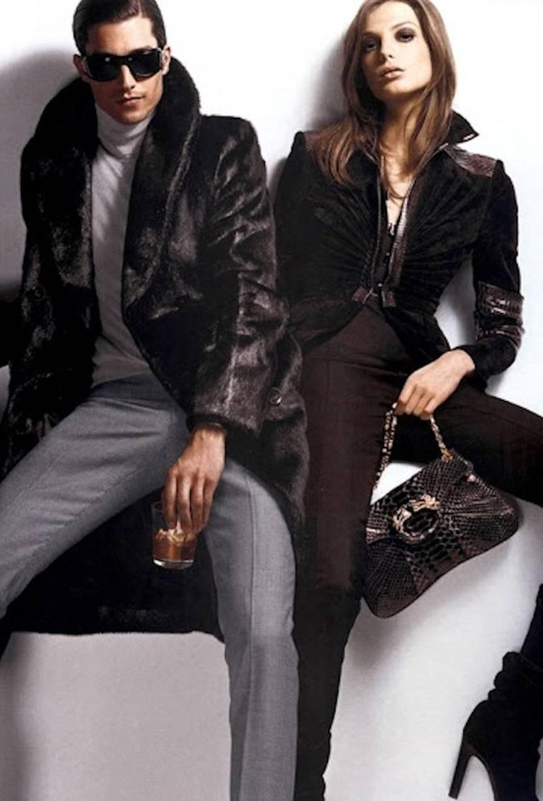 A very rare Gucci by Tom Ford Fall 2004 Eggplant Fur Coat Final Collection Gucci For Sale 4