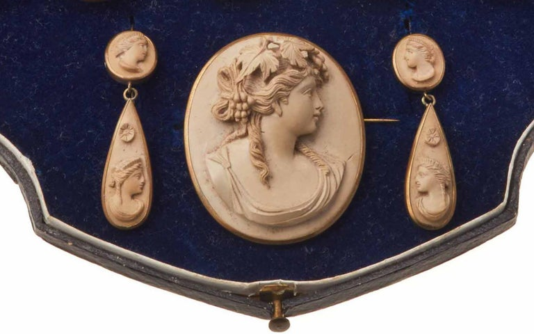 Victorian Lava Cameo Parure In Excellent Condition For Sale In Firenze, IT