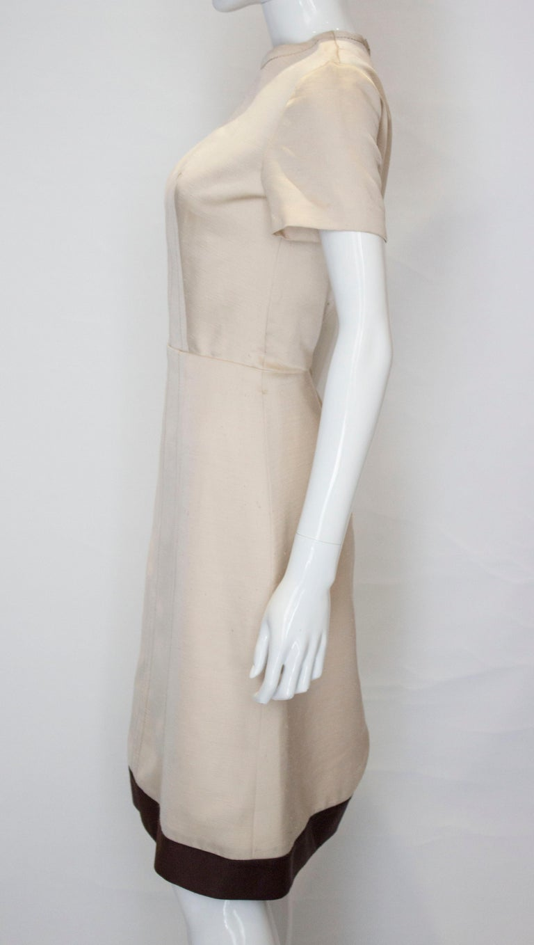 A vintage 1950s - 1960s cream fitted raw silk dress small For Sale 1