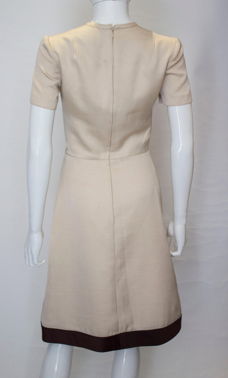 A vintage 1950s - 1960s cream fitted raw silk dress small For Sale 3