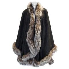A Vintage 1970s Grey Wool/Cashmere Wrap with silver Fox fur trim Detail