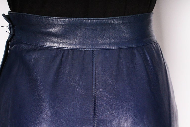 A vintage 1980s Blue Leather Skirt by Yves Saint Laurent Rive Gauche For Sale 3