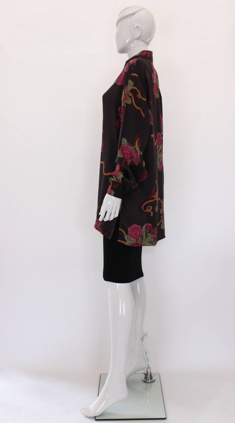 A vintage 1980s Silk floral printed Overshirt by Salvatore Ferragamo In Excellent Condition For Sale In London, GB