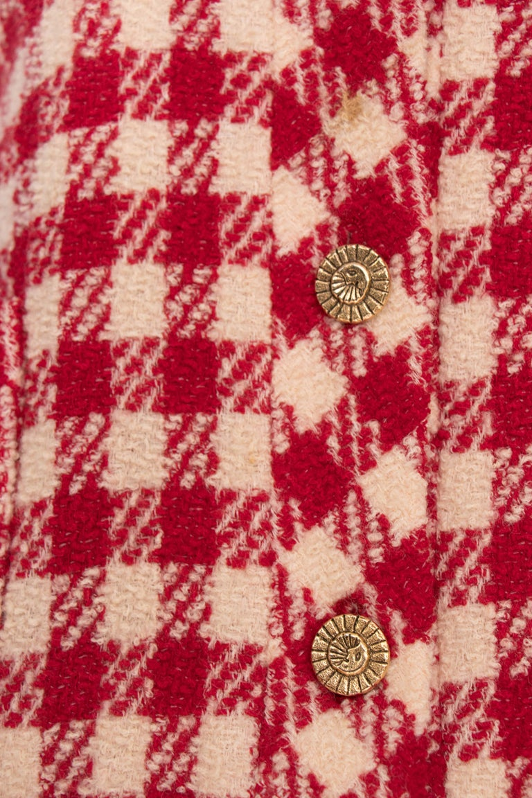 A Vintage Chanel Red and White Cropped Boucle Jacket  For Sale 1