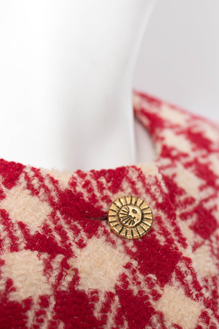A Vintage Chanel Red and White Cropped Boucle Jacket  For Sale 2