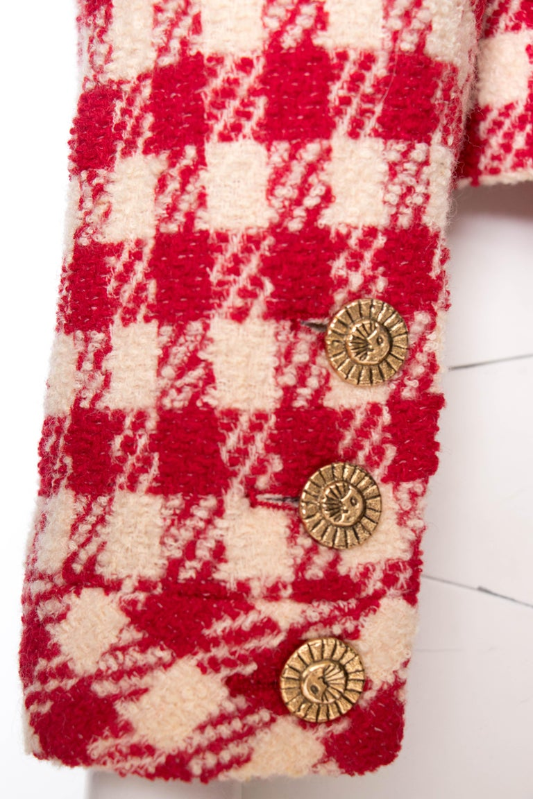 A Vintage Chanel Red and White Cropped Boucle Jacket  For Sale 3