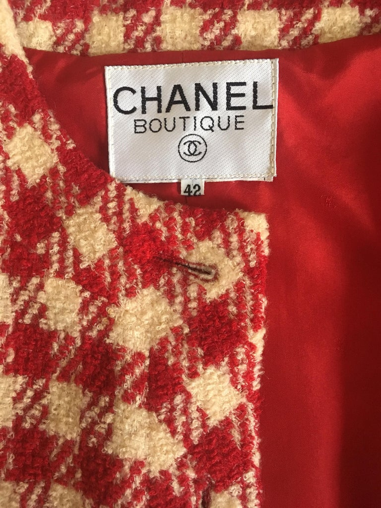 A Vintage Chanel Red and White Cropped Boucle Jacket  For Sale 4