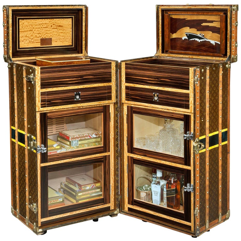 Vintage Louis Vuitton Double 'Malle Armoire' Cocktail Bar and Humidor, 1920s For Sale