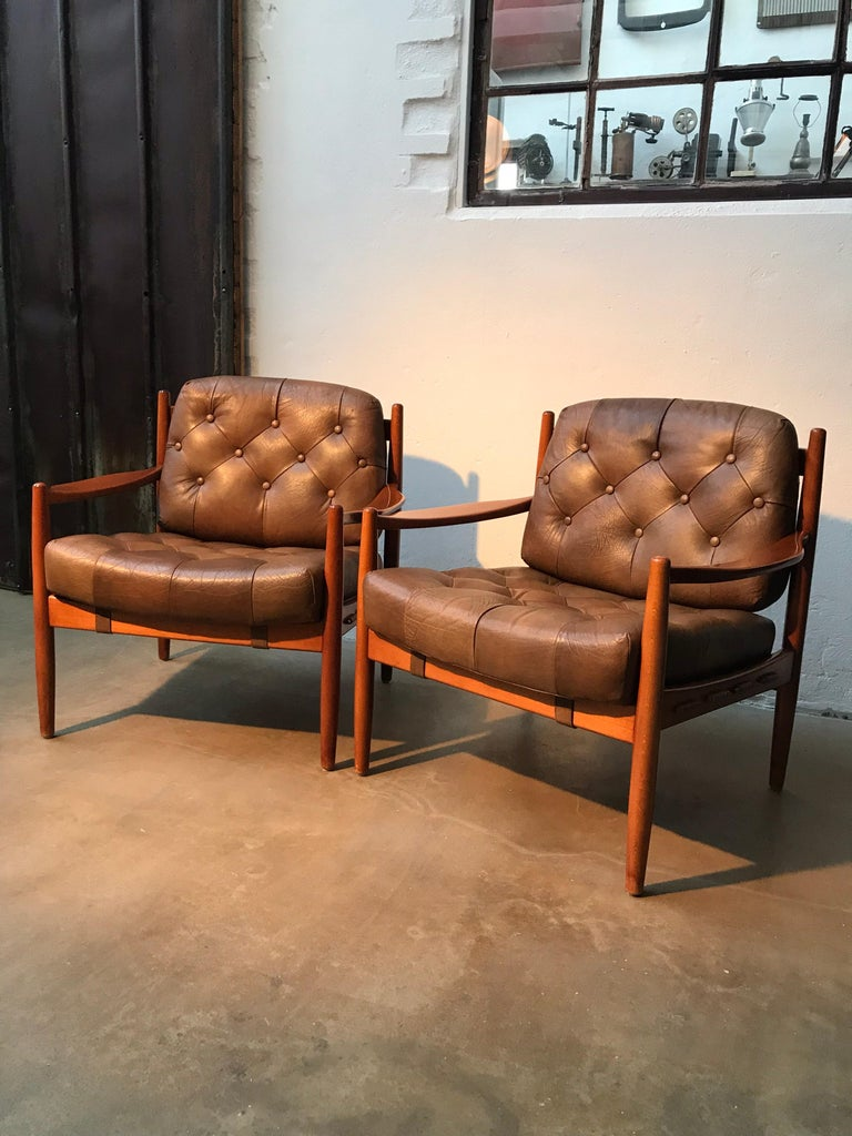 A vintage pair of Ingemar Thillmark Läckö lounge chairs from the 1960s in buttoned leather and beech wood.  In great vintage condition with normal wear but no structural issues and no splits or cracks to the leather  Just the right amount of patina