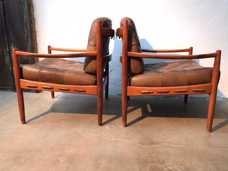Hand-Crafted Vintage Pair of Ingemar Thillmark Lounge Chairs in Leather and Beech Wood For Sale