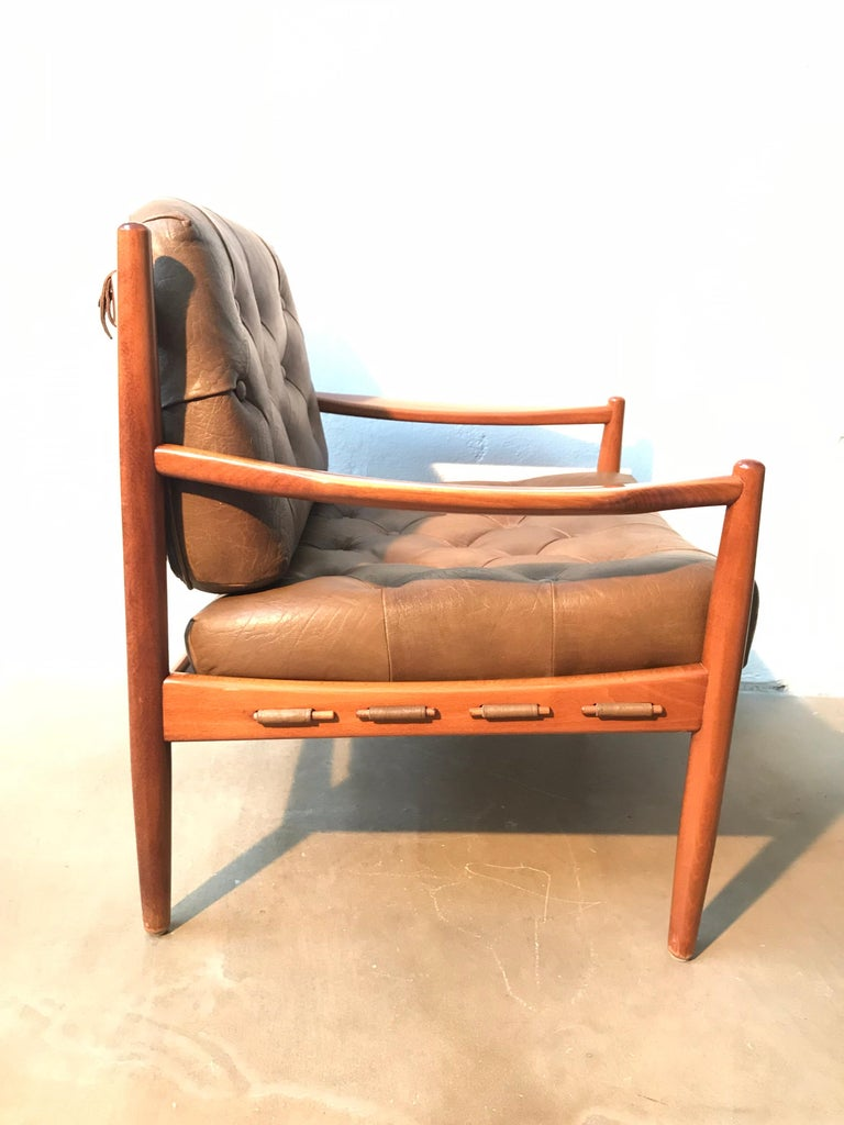 Vintage Pair of Ingemar Thillmark Lounge Chairs in Leather and Beech Wood In Good Condition For Sale In Søborg, DK