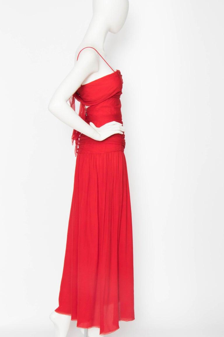 A Vintage Valentino Red Silk Organza Gown  In Fair Condition For Sale In Copenhagen, DK