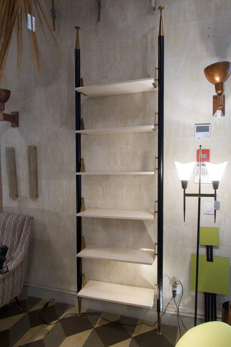 White Lacquered Wood, Brass and Metal Midcentury Shelve, Italy, 1950 In Good Condition For Sale In Madrid, ES