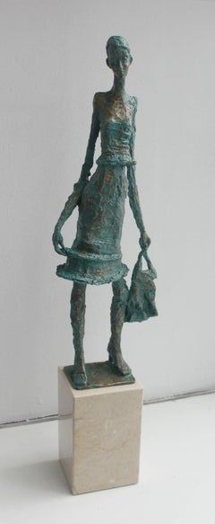 Woman with a purse - XXI century, Figurative sculpture, Bronze and marble