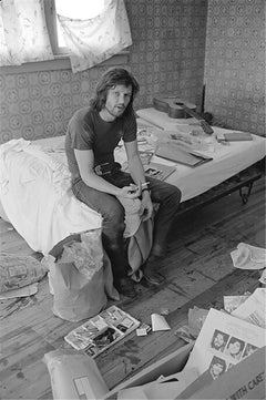 Kris Kristofferson, on bed with guitar, 1970