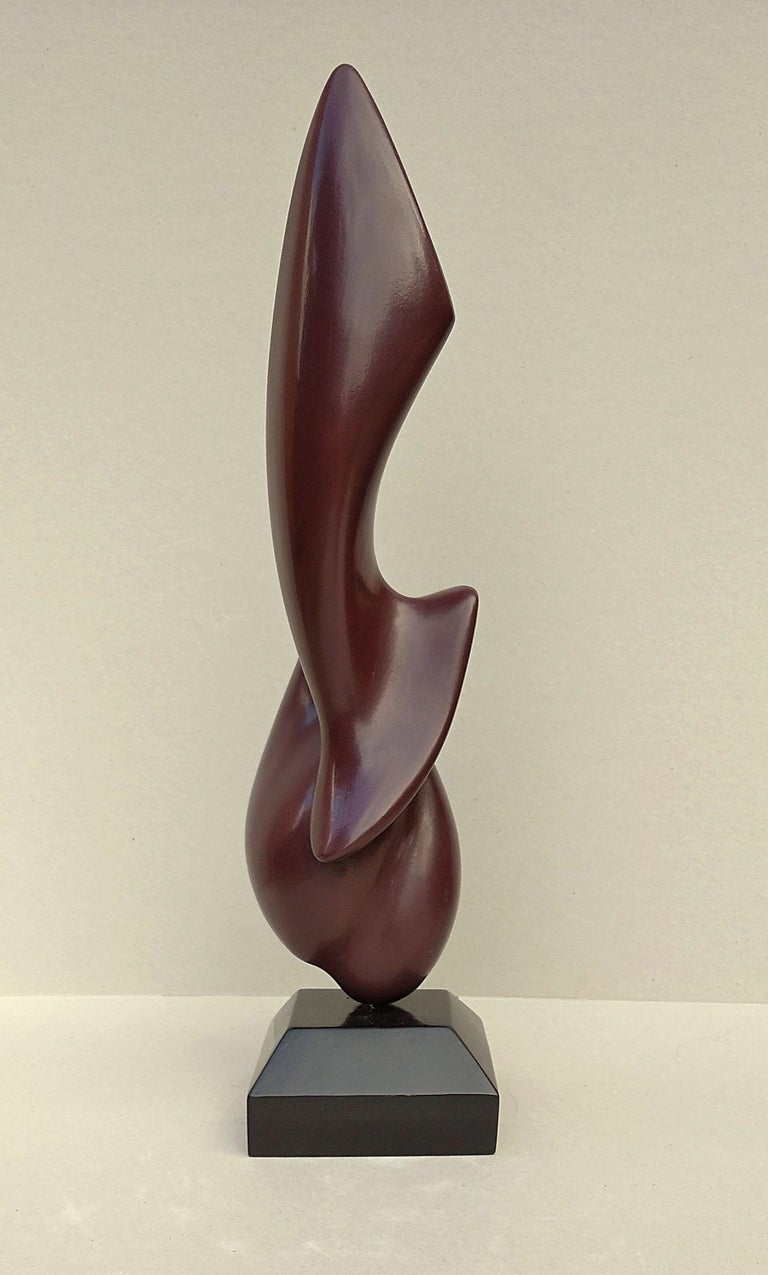 This abstract oak wood sculpture by Lutfi Romhein has been firstly given a patina, then lacquered to highlight its pure lines. Its very professionally lacquered finishing in a dark red gives it a satin appearance and a very soft and smooth touch