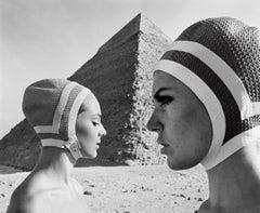 Vor der Cheops-Pyramide, Karin und Micky, Badekappen von Radium, Ägypten