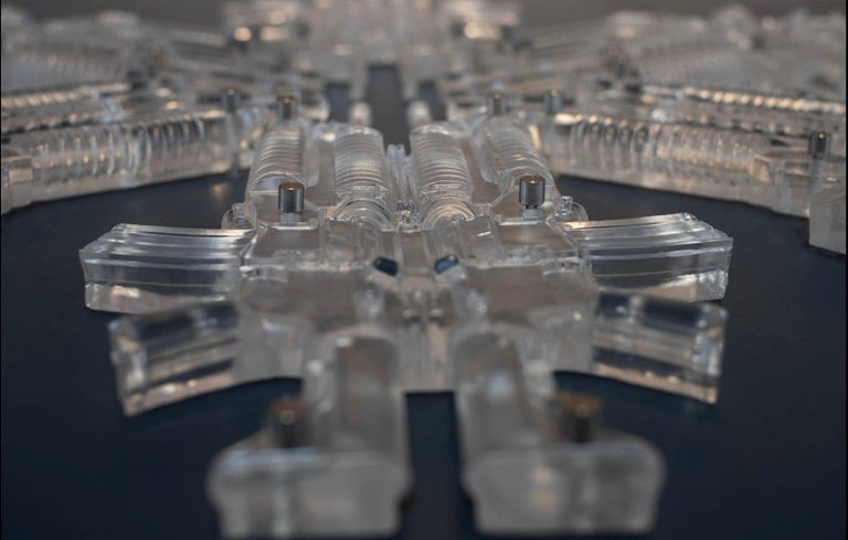 Snowflake 3 Limited edition of 8 Glass sculpture by Huang Yulong For Sale 2