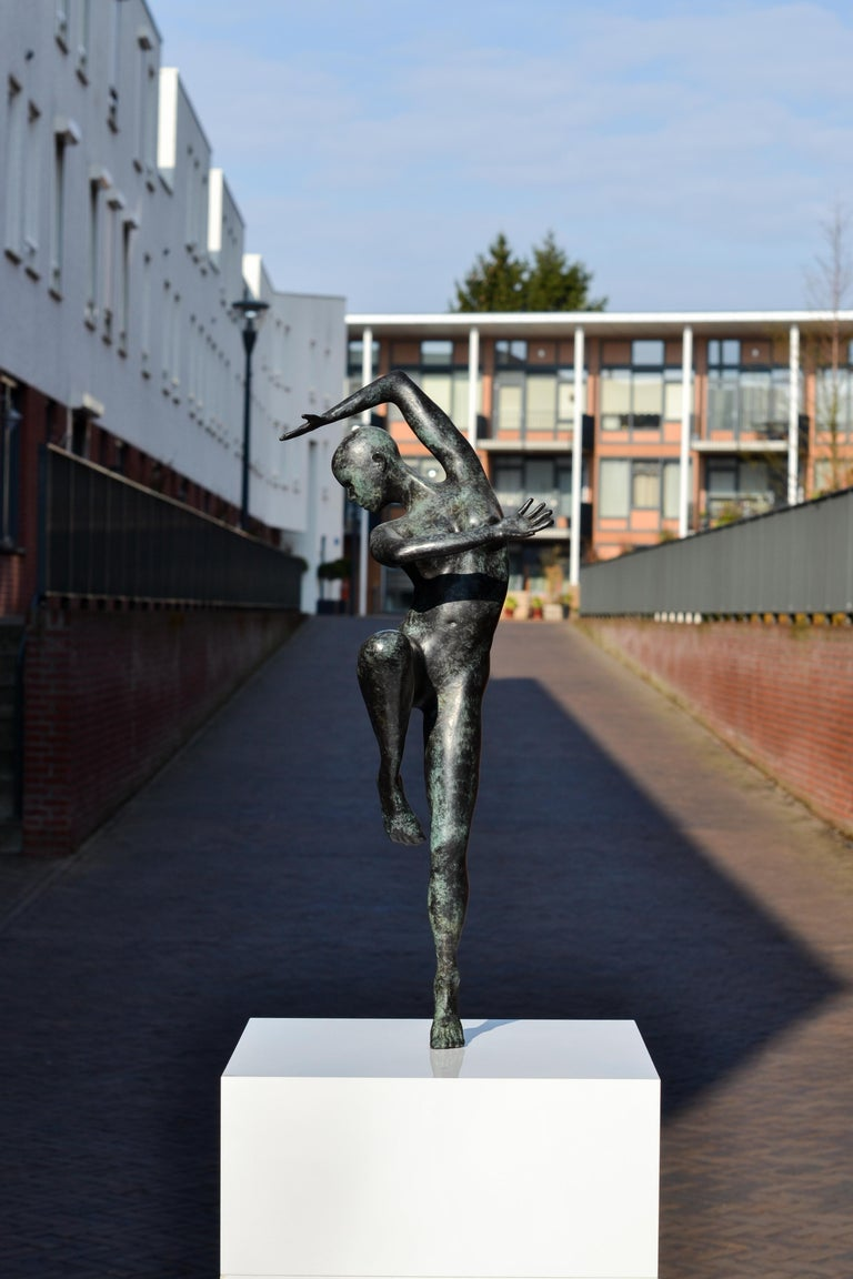 Freedom - Andries Velting 21st Century Contemporary Bronze Sculpture Patina  For Sale 1