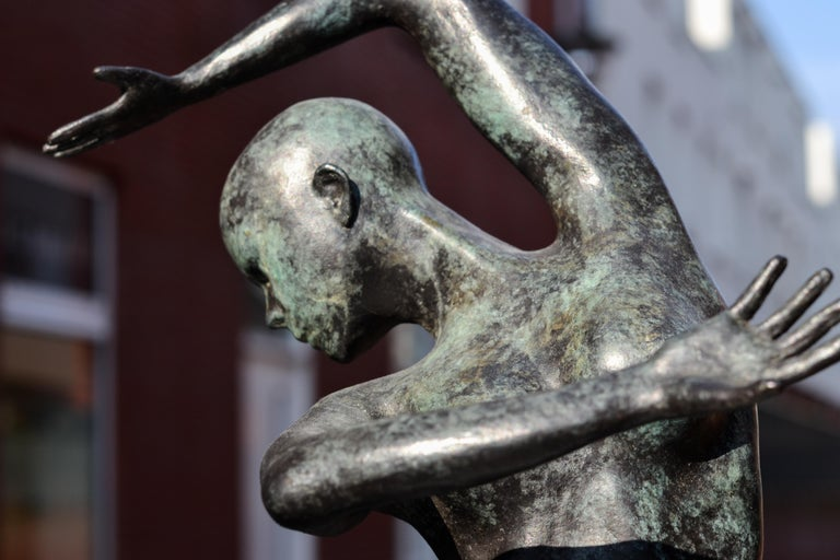 Freedom - Andries Velting 21st Century Contemporary Bronze Sculpture Patina  For Sale 3