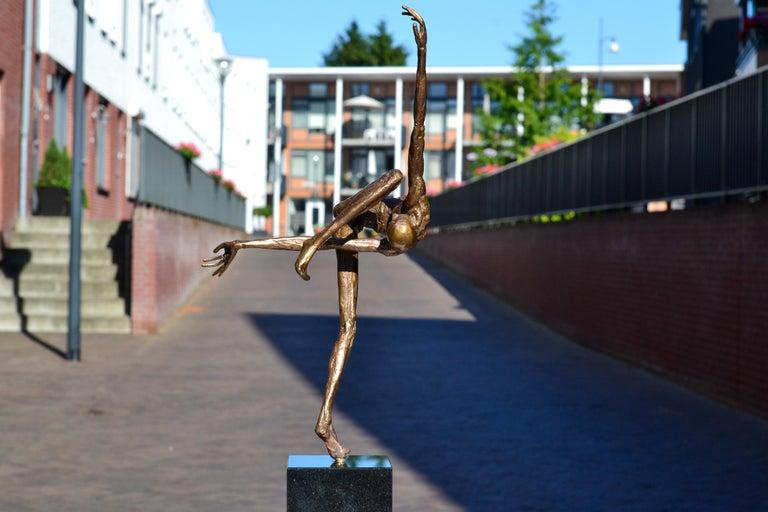 Modern Love - 21st Century Contemporary Bronze Sculpture by Martijn Soontiens 2