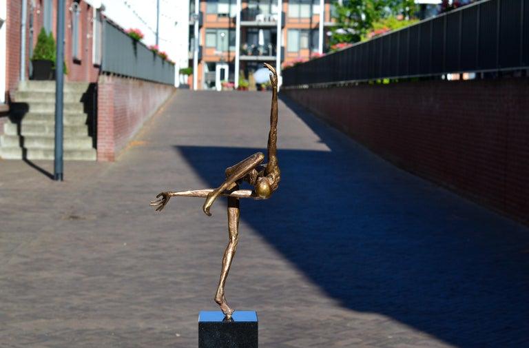 Modern Love - 21st Century Contemporary Bronze Sculpture by Martijn Soontiens 3