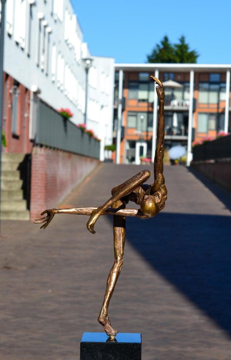 Modern Love - 21st Century Contemporary Bronze Sculpture by Martijn Soontiens 8