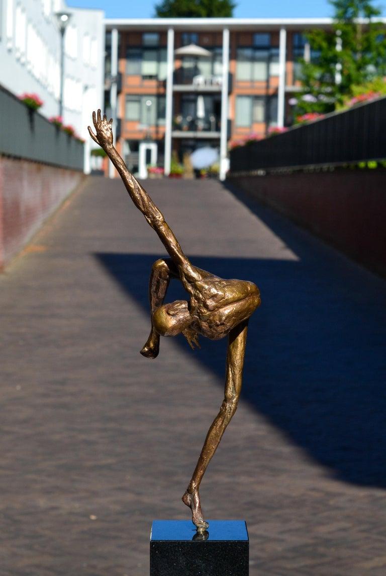 Modern Love - 21st Century Contemporary Bronze Sculpture by Martijn Soontiens 11