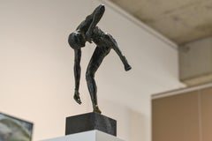 Dancing Free - 21st Century Contemporary Bronze Sculpture by Martijn Soontiens