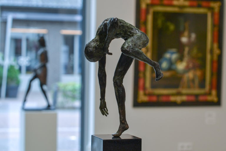 Dancing Free - 21st Century Contemporary Bronze Sculpture by Martijn Soontiens For Sale 3