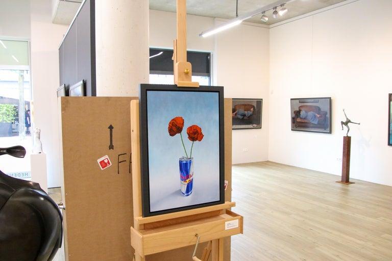 Poppy versus Red Bull - 21st Century Contemporary Still-Life by Dutch JP Marsman For Sale 4