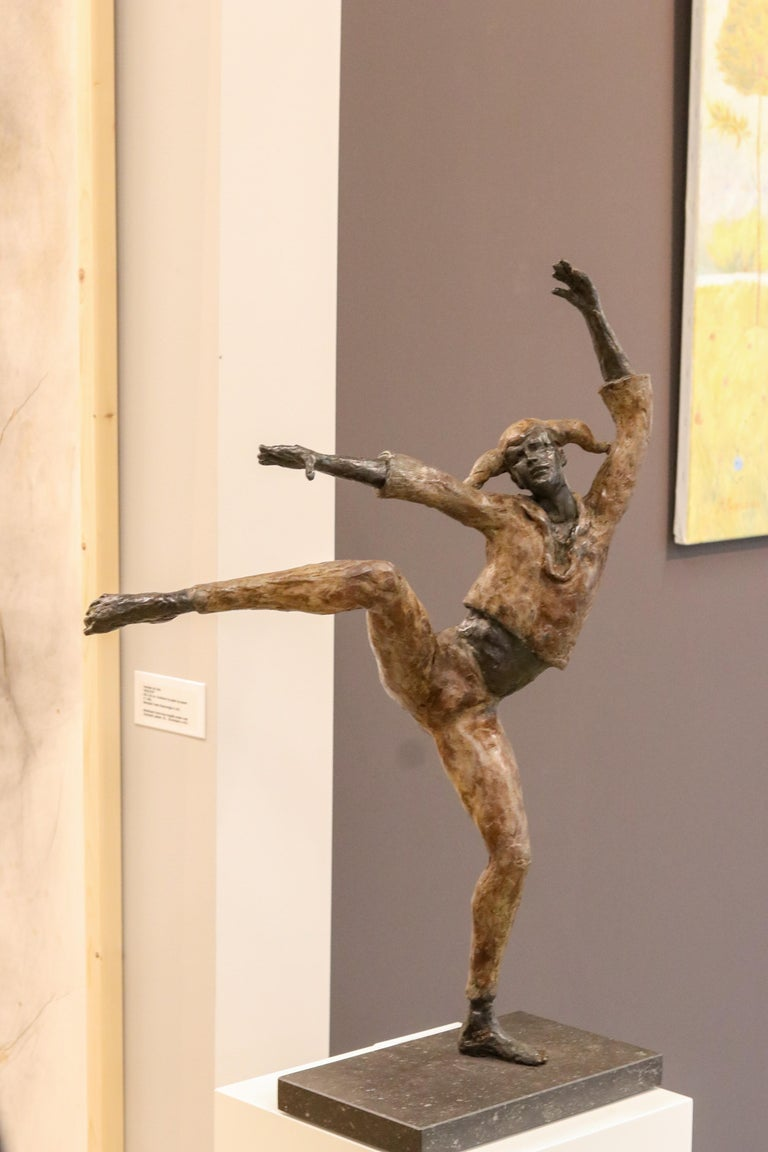 Harlequin - 21st Century Contemporary Bronze Sculpture of a Dancing Jester For Sale 6