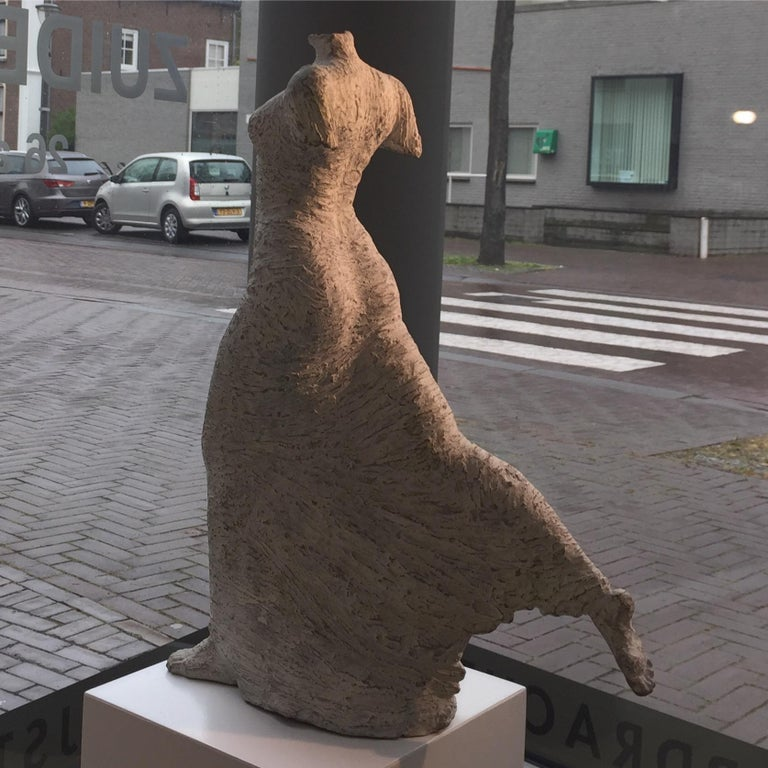 Facile- 21st Century, Contemporary Bronze Sculpture of a woman by Eva Steiner For Sale 2