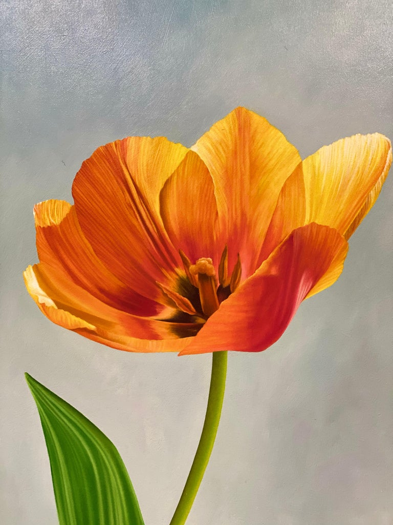 Tulip in Ginger Jar- 21st Century Dutch Oilpainting of a flower in bright colors - Contemporary Painting by JP Marsman