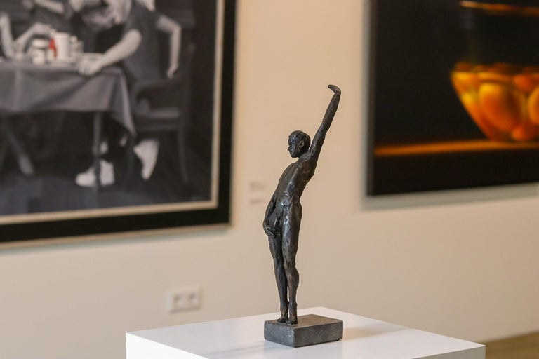 Male Nudity - 21st Century Contemporary Bronze Sculpture of a Nude Man Standing For Sale 4