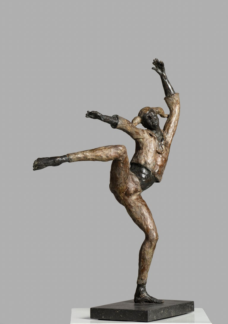 Harlequin - 21st Century Contemporary Bronze Sculpture of a Dancing Jester - Gold Figurative Sculpture by Romee Kanis