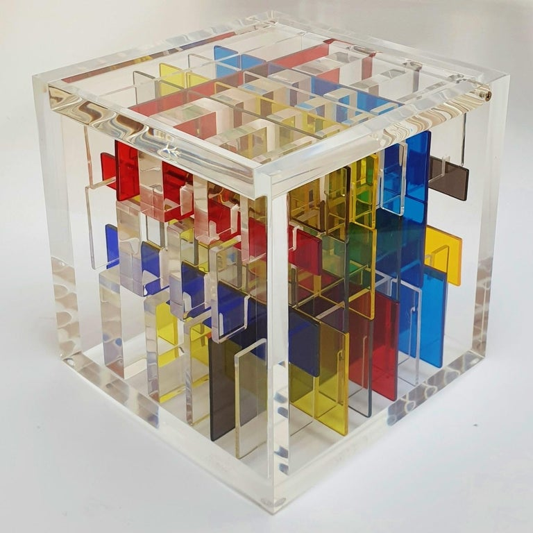Boogie-woogie is a unique contemporary modern cube sculpture by the famous Dutch artist couple Nel Haringa and Fred Olijve. The cube sculpture consists of a few dozen hand cut hand polished plexiglass elements carefully stacked together inside a