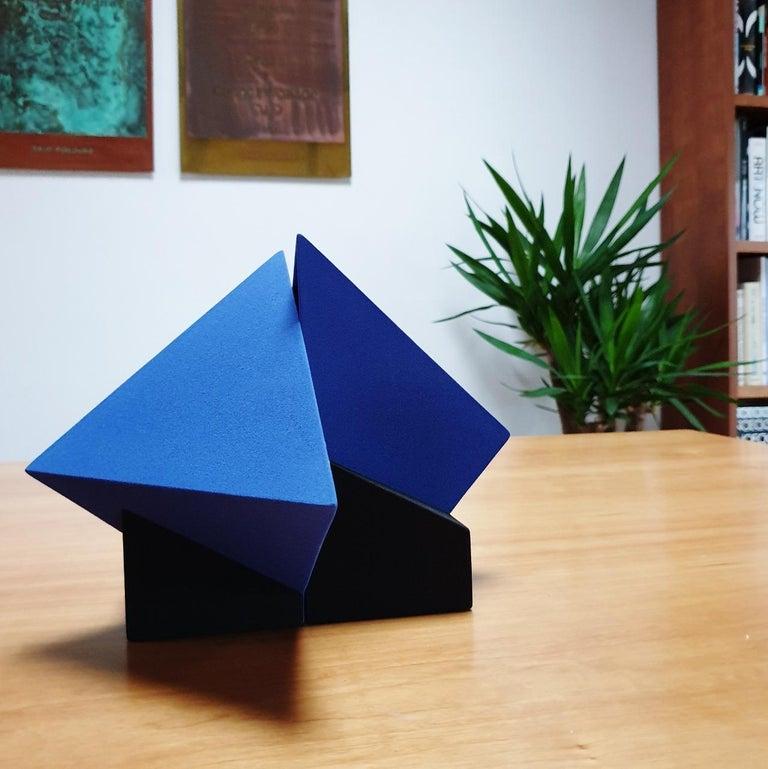 SC1502 blue - contemporary modern abstract geometric ceramic object sculpture - Sculpture by Let de Kok