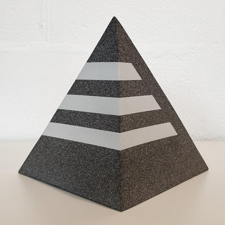 This work is a unique contemporary modern abstract geometric sculpture object by Dutch visual artist Let de Kok. This one-of-a-kind sculpture is made of six separate chamotte clay slabs carefully put together to create a double tetrahedron geometric