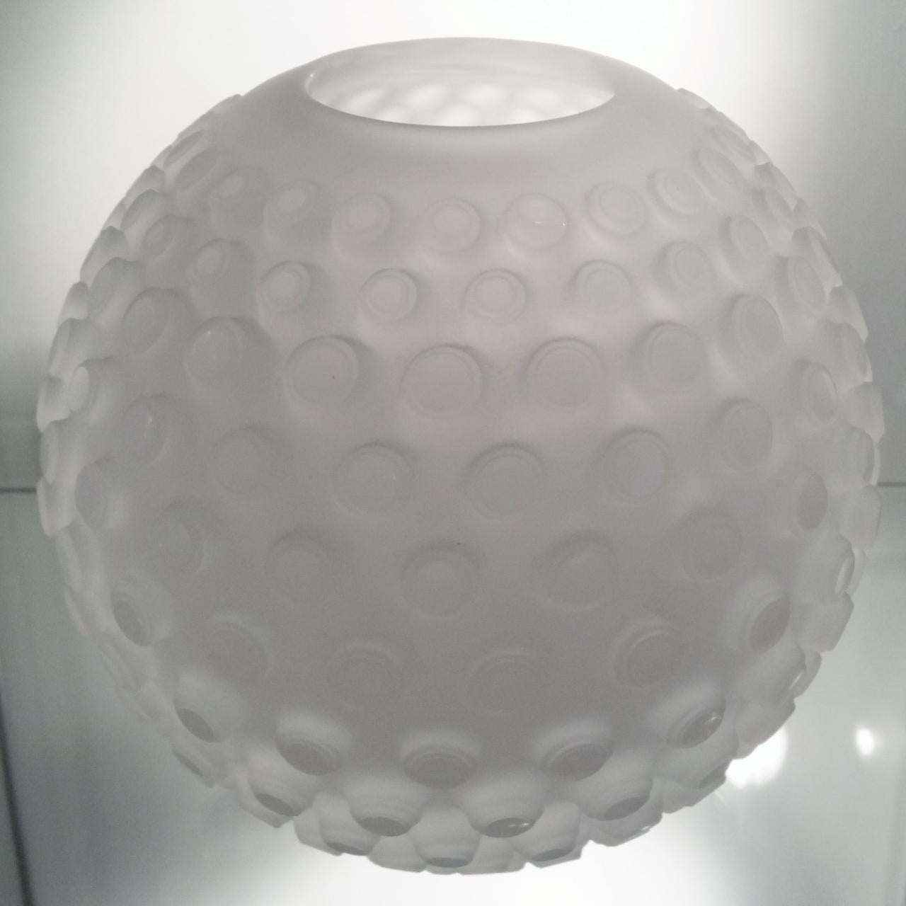 Opaline Granate - opaline white contemporary modern abstract glass object