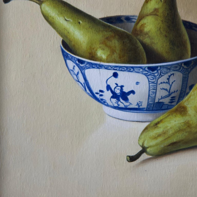 Pears in Chinese Bowl - Realist Painting by Stefaan Eyckmans