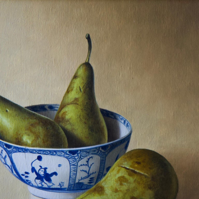 Pears in Chinese Bowl - Black Still-Life Painting by Stefaan Eyckmans