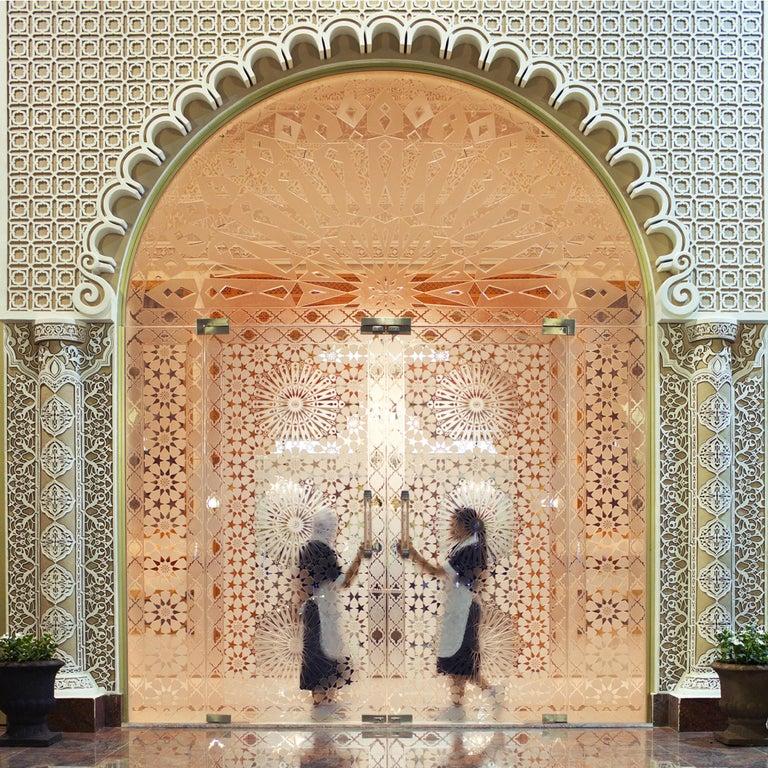 Palacio Abu Dhabi - Fine Art Photography, Landscape, Contemporary, Roger Grasas - Beige Color Photograph by Roger Grasas